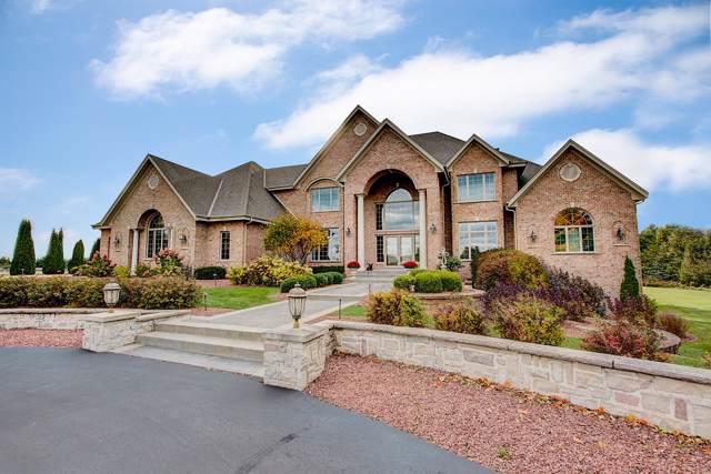 3277 N Canterbury Ln, Summit, WI 53066 (#1660714) :: Tom Didier Real Estate Team