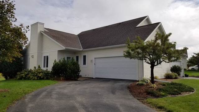 841 Bridlewood Dr, Hartford, WI 53027 (#1661858) :: RE/MAX Service First Service First Pros