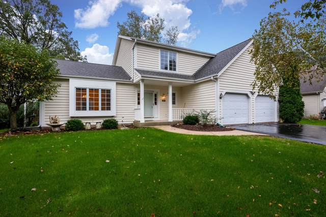 627 Fairhurst Ln, Saukville, WI 53080 (#1661898) :: Tom Didier Real Estate Team