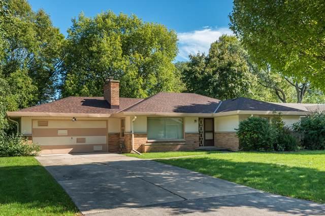 7540 N Seneca Rd, Fox Point, WI 53217 (#1662736) :: Tom Didier Real Estate Team