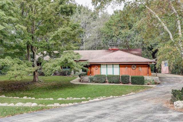 N42W27817 Indian Ct, Pewaukee, WI 53072 (#1662762) :: eXp Realty LLC
