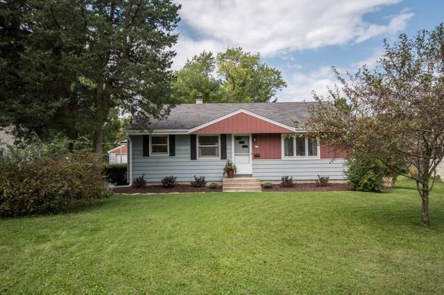 217 Meadow Ln, Hartland, WI 53029 (#1662939) :: RE/MAX Service First