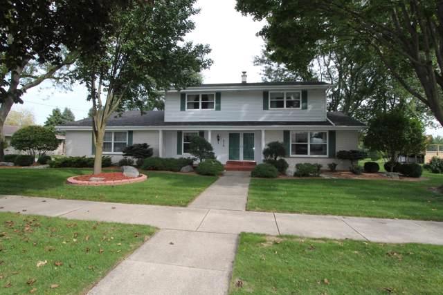 216 Parkview Dr, Burlington, WI 53105 (#1663475) :: Keller Williams Momentum