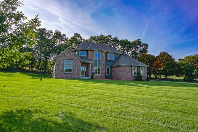 118 Steeple Pointe Dr, Delafield, WI 53018 (#1663537) :: RE/MAX Service First