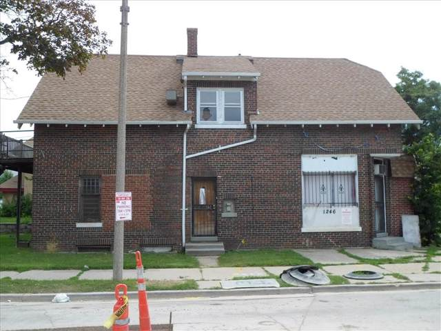 1246 W Atkinson Ave, Milwaukee, WI 53206 (#1663768) :: RE/MAX Service First Service First Pros