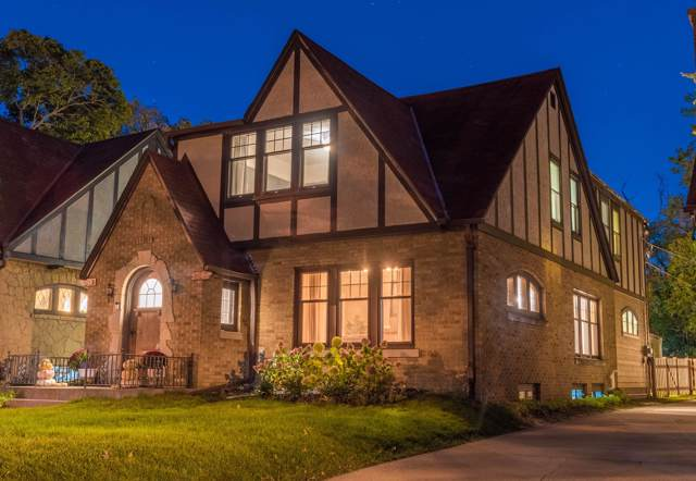 8211 W Woodland Ave, Wauwatosa, WI 53213 (#1664148) :: eXp Realty LLC