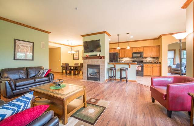 7565 W Tuckaway Pines Cir, Franklin, WI 53132 (#1664172) :: eXp Realty LLC