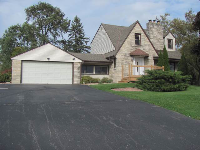 2230 E College Ave, Cudahy, WI 53110 (#1664239) :: RE/MAX Service First Service First Pros