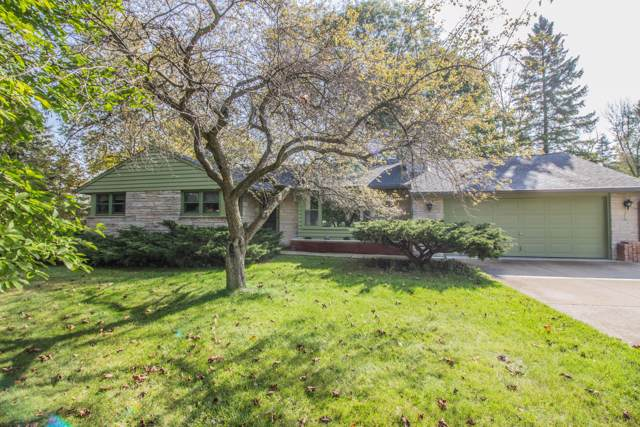 1611 W Clover Ln, Mequon, WI 53092 (#1664243) :: eXp Realty LLC