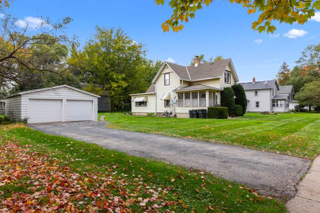 52 S Maple St, Oconomowoc, WI 53066 (#1664334) :: RE/MAX Service First Service First Pros