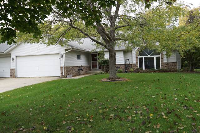 8504 W Beacon Hill Dr, Franklin, WI 53132 (#1664340) :: eXp Realty LLC