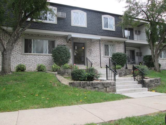 121 W North St #40, Waukesha, WI 53188 (#1664478) :: RE/MAX Service First