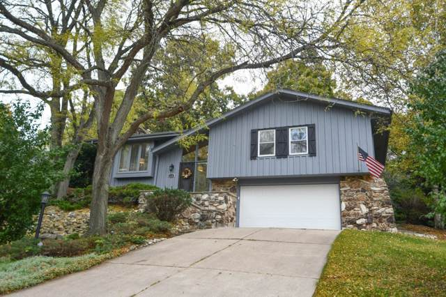 732 Coventry Ln, Hartland, WI 53029 (#1664589) :: RE/MAX Service First Service First Pros