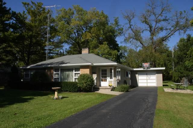 216 W Jefferson St, Elkhorn, WI 53121 (#1664602) :: Keller Williams Momentum