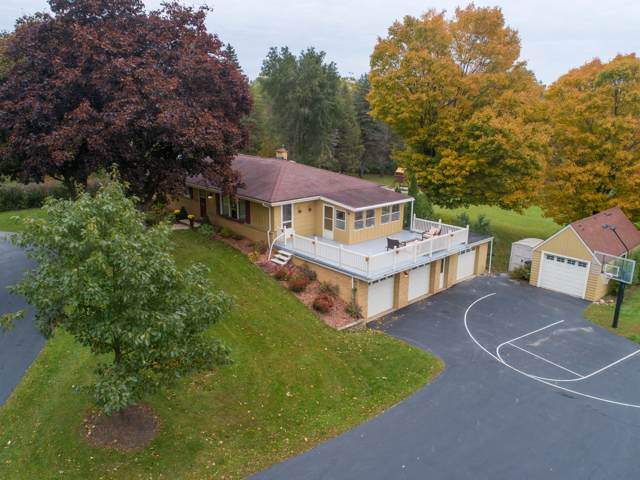 8220 S 68th St, Franklin, WI 53132 (#1664604) :: eXp Realty LLC