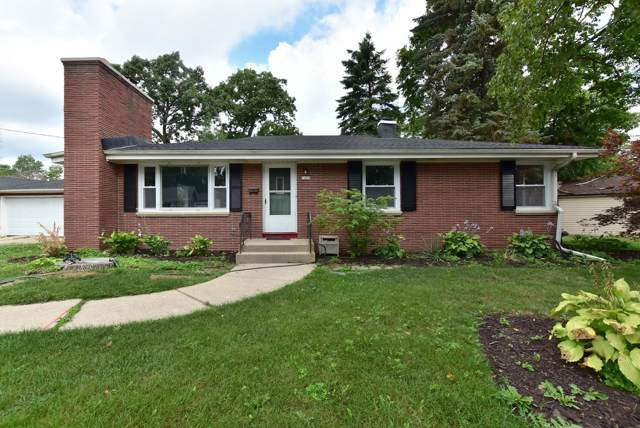 7400 W Warnimont Ave, Milwaukee, WI 53220 (#1664634) :: eXp Realty LLC