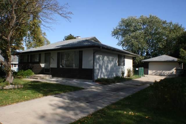 8822 W Helena St, Milwaukee, WI 53224 (#1664639) :: eXp Realty LLC