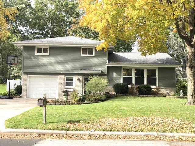 1204 Douglas Ave, Watertown, WI 53098 (#1664765) :: RE/MAX Service First Service First Pros