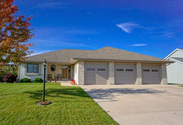 W1027 Hunter Ln, Ixonia, WI 53036 (#1664852) :: RE/MAX Service First Service First Pros