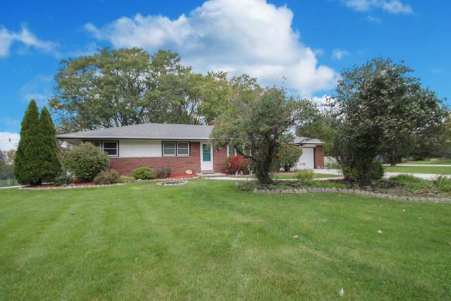 3565 Studio Ct, Brookfield, WI 53045 (#1665027) :: RE/MAX Service First Service First Pros