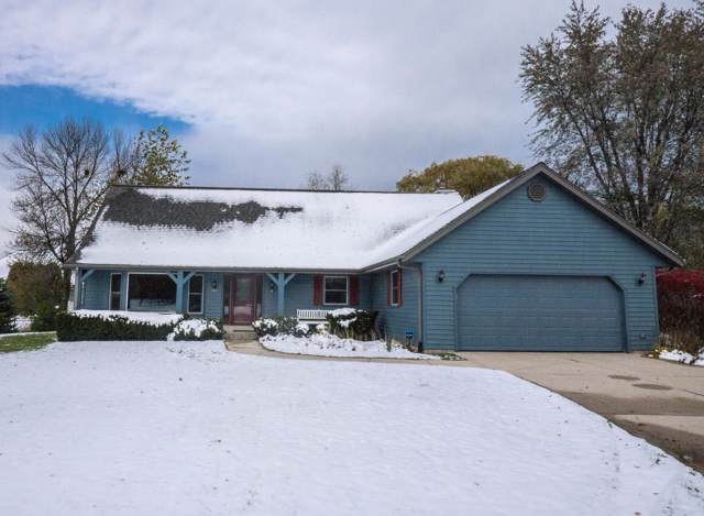 4112 W Marseilles Dr, Mequon, WI 53092 (#1666429) :: Tom Didier Real Estate Team