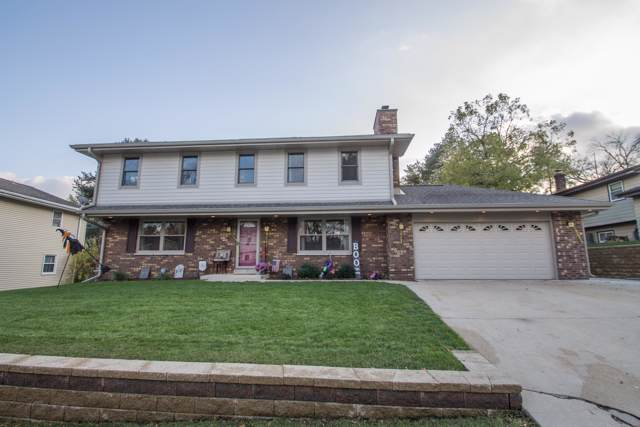 813 Magnolia Dr, Waukesha, WI 53188 (#1666545) :: RE/MAX Service First Service First Pros