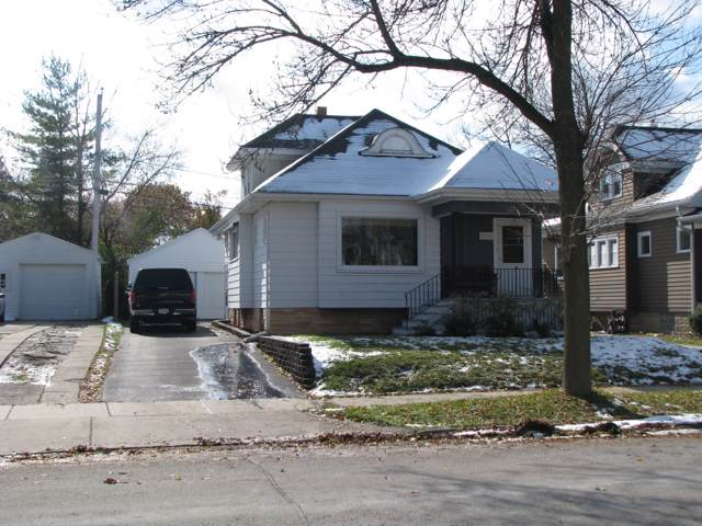 7905 W Clarke St, Wauwatosa, WI 53213 (#1666647) :: RE/MAX Service First Service First Pros