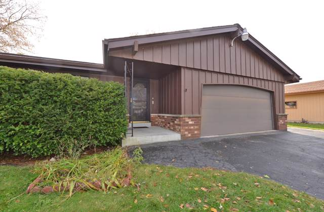 2505 Tammy Ln, Caledonia, WI 53402 (#1666656) :: Keller Williams Momentum