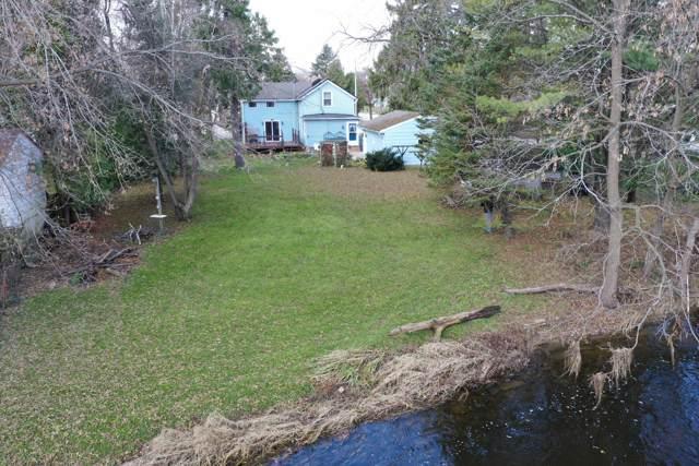 580 N Mill St, Saukville, WI 53080 (#1666886) :: Tom Didier Real Estate Team