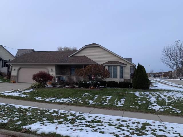 3202 Dubin Cir, West Bend, WI 53090 (#1667523) :: Tom Didier Real Estate Team
