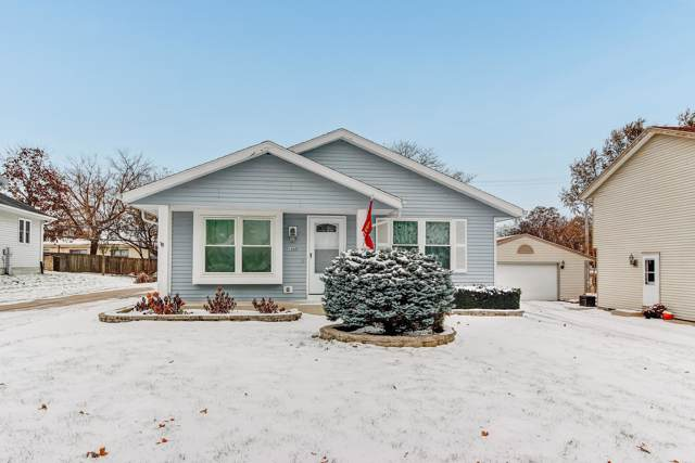 1468 Paul Ln, Waukesha, WI 53186 (#1667572) :: RE/MAX Service First Service First Pros
