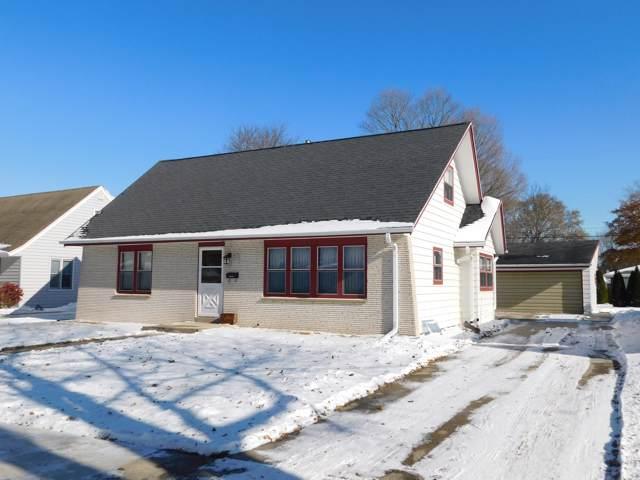 W67N426 Grant Ave, Cedarburg, WI 53012 (#1667661) :: Tom Didier Real Estate Team