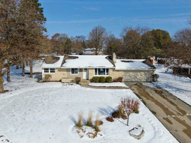 18550 Beverly Hills Dr, Brookfield, WI 53045 (#1667702) :: RE/MAX Service First Service First Pros