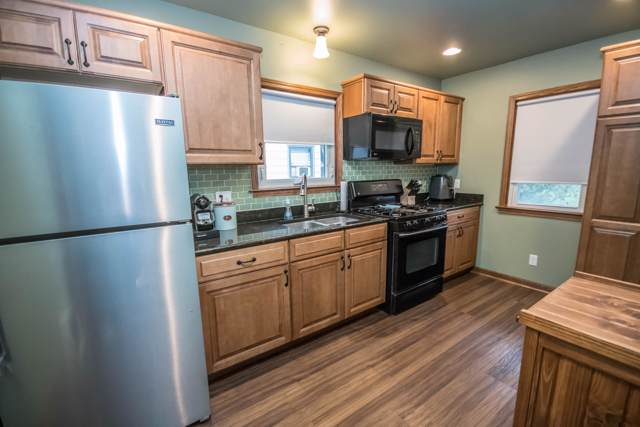 2101 S 61st St, West Allis, WI 53219 (#1667730) :: RE/MAX Service First Service First Pros