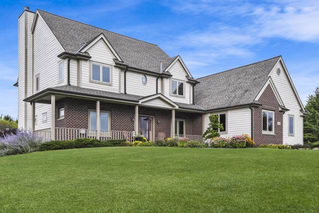 9286 Fawn Ln, Cedarburg, WI 53012 (#1667751) :: Tom Didier Real Estate Team