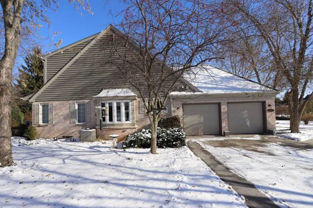2642 W Lake Vista Ct, Mequon, WI 53092 (#1667858) :: RE/MAX Service First Service First Pros