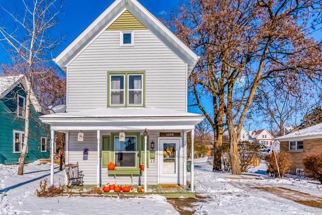 1028 Summer St, West Bend, WI 53090 (#1667926) :: Tom Didier Real Estate Team