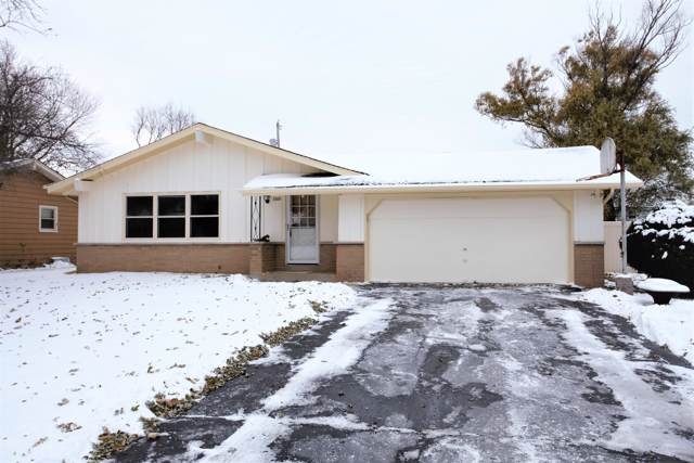 1869 Thomas Dr, East Troy, WI 53120 (#1667969) :: RE/MAX Service First Service First Pros