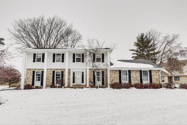 3424 W Clubview Ct, Mequon, WI 53092 (#1667997) :: Tom Didier Real Estate Team