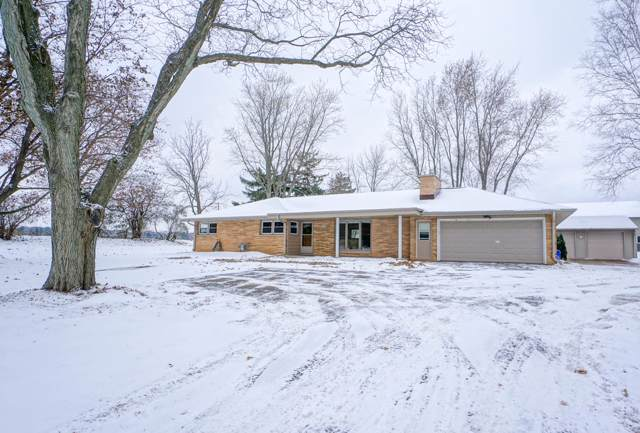 N68W30214 County Road E, Merton, WI 53029 (#1668008) :: RE/MAX Service First Service First Pros