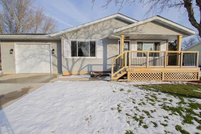1509 Lawnview Ln, Watertown, WI 53098 (#1668088) :: RE/MAX Service First Service First Pros