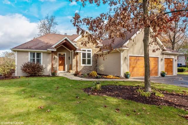 39822 95th St, Randall, WI 53128 (#1668357) :: Keller Williams Momentum