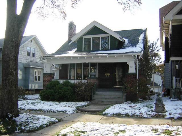 2229 N 57th St, Milwaukee, WI 53208 (#1668406) :: Tom Didier Real Estate Team