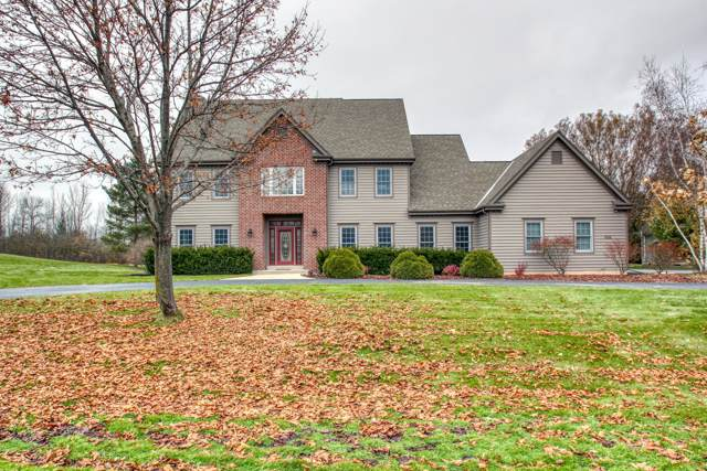 4344 W Madero Dr, Mequon, WI 53092 (#1668731) :: Tom Didier Real Estate Team