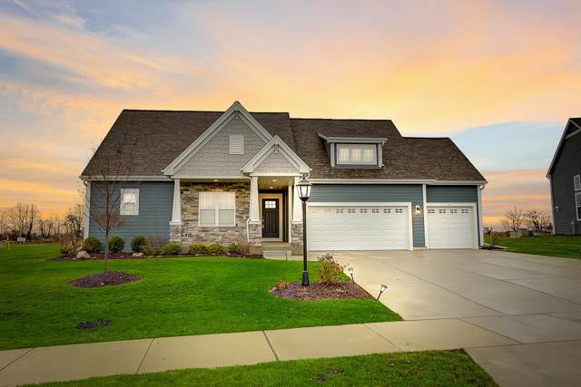 8211 W Highlander Dr, Mequon, WI 53097 (#1668828) :: Tom Didier Real Estate Team