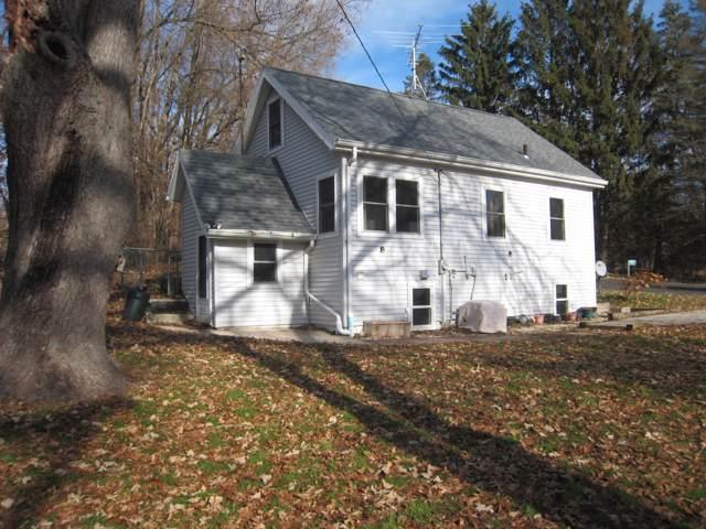 N6927 Oak Ln, Sugar Creek, WI 53121 (#1668892) :: RE/MAX Service First Service First Pros