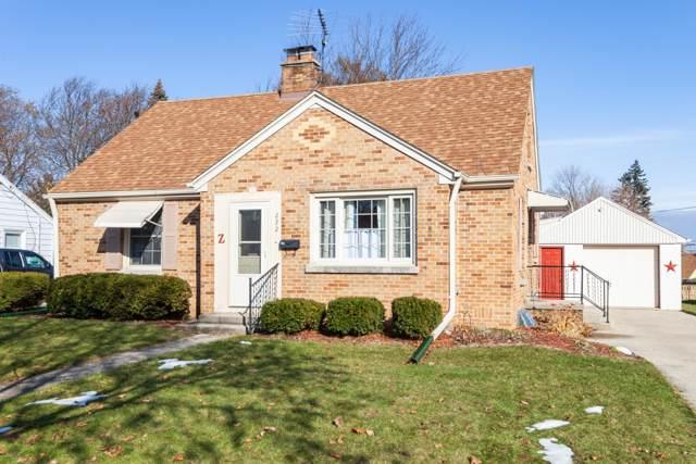 232 Lincoln Dr N, West Bend, WI 53095 (#1669351) :: Tom Didier Real Estate Team