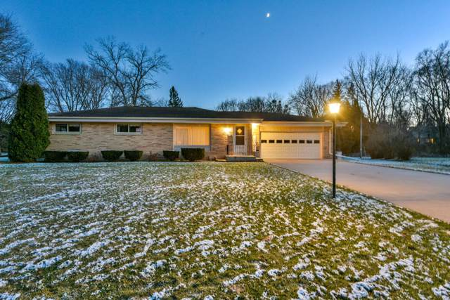 15725 Brookhill Dr, Brookfield, WI 53005 (#1669621) :: Keller Williams Realty - Milwaukee Southwest