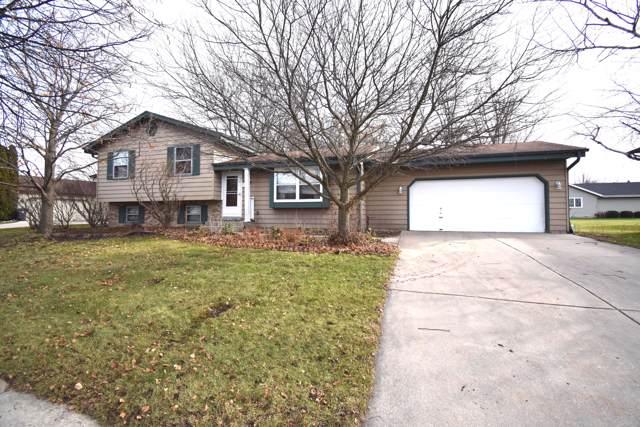 1117 Burr Oak Blvd, Waukesha, WI 53189 (#1669819) :: RE/MAX Service First