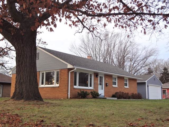 1334 Hickory Dr, Waukesha, WI 53186 (#1669822) :: RE/MAX Service First